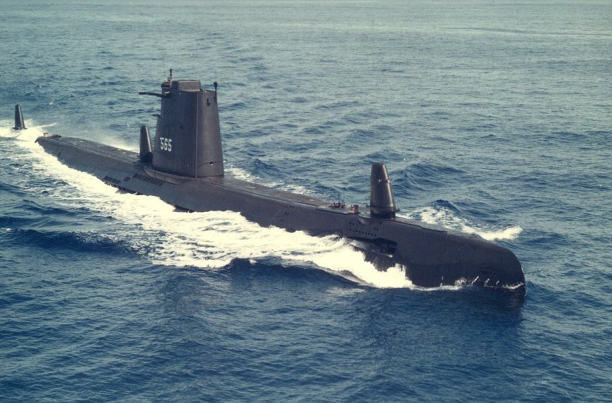 USS WAHOO  SS-565 SUBMARINE  VINYL /& SILKSCREEN NAVY ANCHOR SHIRT.
